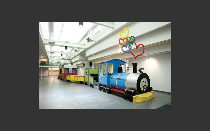 Kids ages 3 – 10 will love to explore the locomotive, tender, flatcar, passenger car, circus car and caboose of our kids' train.